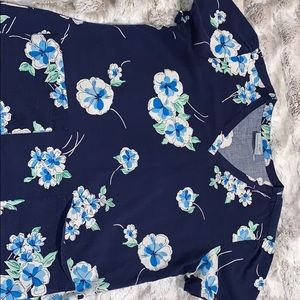 Greys anatomy navy blue floral scrub top Medium